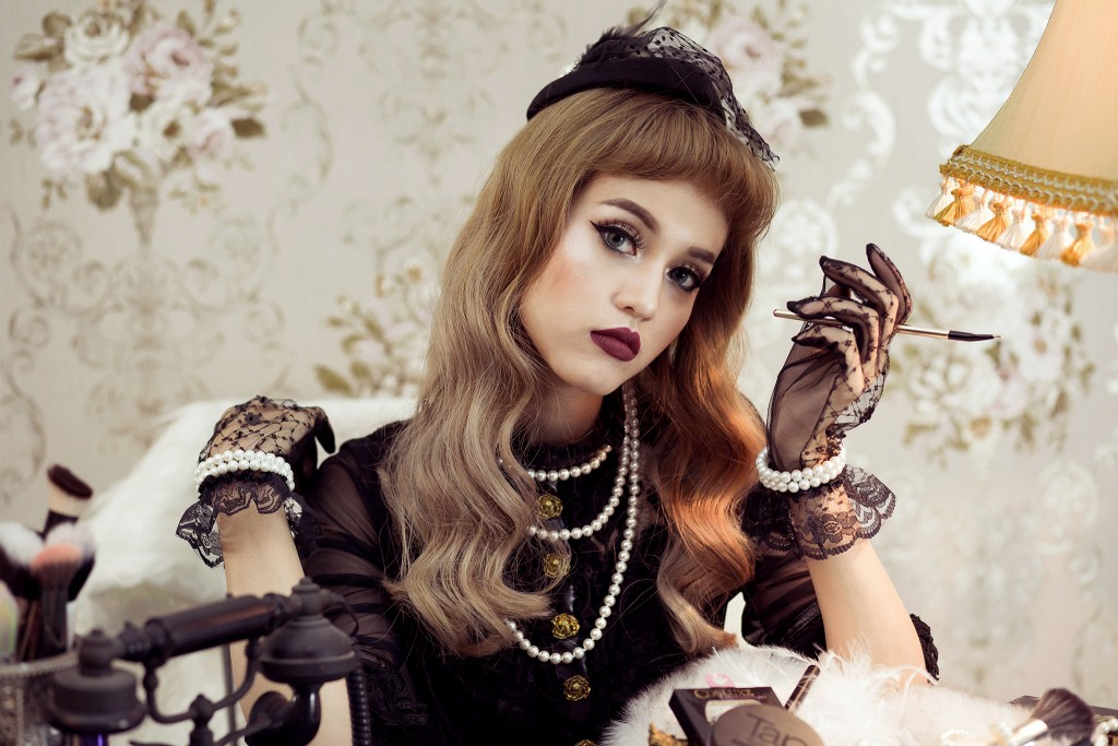 Make up Vintage สายฝ.แบบมาดามฝรั่งยุค40s ด้วย Cosluxe อายไลเนอร์ Monet 02 ปก